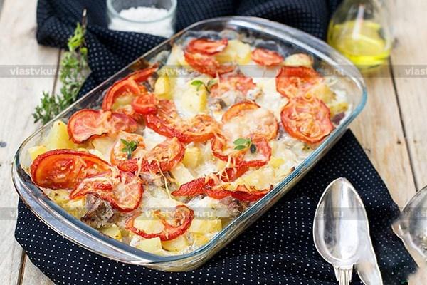 Картошка жареная на сковороде со свининой и луком